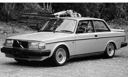 IXO Volvo 240 Turbo Custom (1986) matt-hellblau (CMC090)