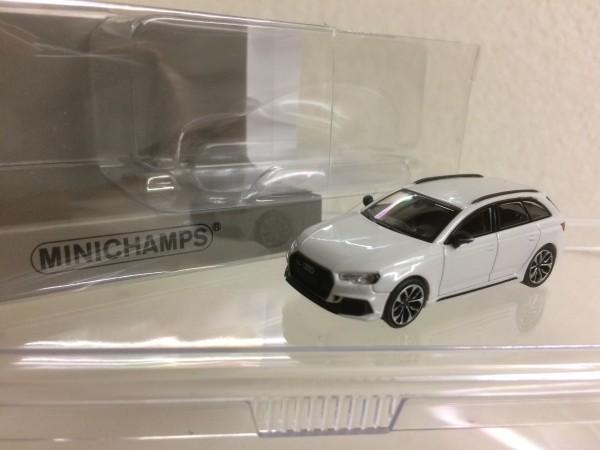 Minichamps Audi RS4 Avant (2018) weiß-met. (870018214)