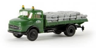 """Mercedes L 322 """"Erie Builders"""" mit Sandsäcken (47025)"""