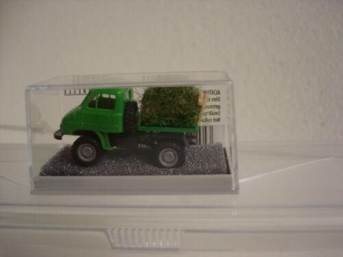 Unimog 411 grün mit Heuladung (39029)