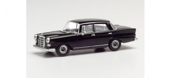 Herpa Mercedes 200 Heckflosse schwarz (420457)